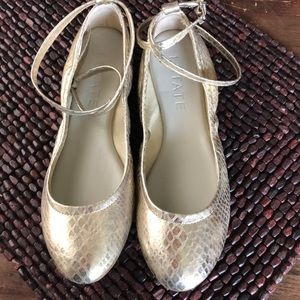 1. State ballet gold slippers.